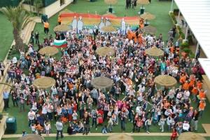 Foto desde el aire de las-los  asistentes al segundo encuentro europeo de familias LGTB